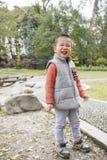 Pojke som gör framsidan Arkivfoton
