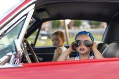 Pojke som kör med hans bil Royaltyfri Foto