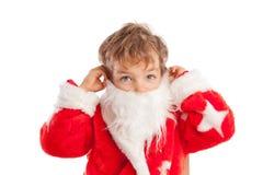 pojke som kläs som Jultomte, isolering Royaltyfri Bild