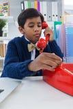 Pojke som låtsar som affärsmannen som talar på landlinjen telefon Royaltyfria Foton