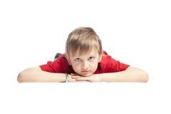 pojke som ligger ner royaltyfria foton