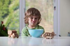 pojke som little äter Royaltyfri Foto