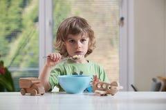 pojke som little äter Royaltyfria Bilder
