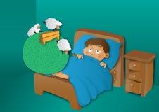 Pojke som räknar får i säng Arkivbild