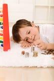 pojke som räknar hans little pengar Royaltyfri Foto