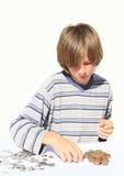 Pojke som räknar pengar Royaltyfri Foto