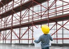 Pojke som ser materialet till byggnadsställning 3D Arkivbilder
