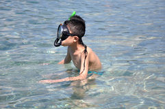 pojke som snorkeling Arkivfoto