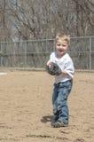 Pojke som spelar baseball Arkivfoton