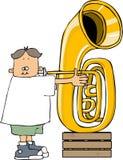 Pojke som spelar en tuba Royaltyfri Foto