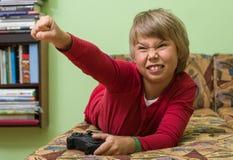 Pojke som spelar en videospelkonsol Royaltyfri Bild