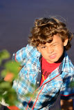 Pojke som spelar modellen Arkivfoto