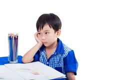 Pojke som tänker och borrar sinnesrörelse Arkivbilder