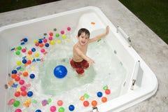 pojke som tycker om sommar Royaltyfri Fotografi