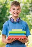 Pojke tillbaka till skolan Arkivbilder