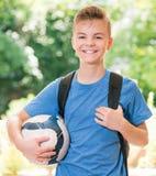 Pojke tillbaka till skolan Arkivbild