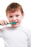 Pojke utan mjölktänder med tandborsten Arkivbilder