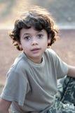 pojkeaftonen duschade sunen fotografering för bildbyråer