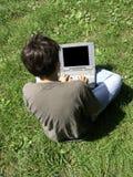pojkebärbar dator Fotografering för Bildbyråer