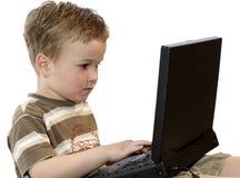 pojkebärbar datorworking Fotografering för Bildbyråer