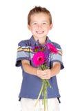 pojkeblommor som räcker barn Royaltyfri Fotografi