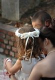 pojkebrudtärnabröllop fotografering för bildbyråer