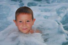 pojkebubbelpool för royaltyfria bilder