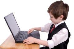 pojkedatorbärbar dator Fotografering för Bildbyråer