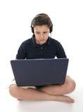 pojkedatorbärbar dator Royaltyfri Bild
