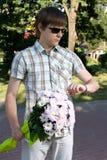 pojkedatum hans otåliga show till övre vänta Fotografering för Bildbyråer
