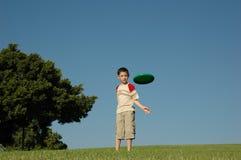pojkefrisbee Royaltyfri Bild