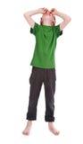 Pojkegråt mot vit bakgrund fotografering för bildbyråer