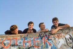 pojkegrupp arkivbilder