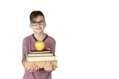 Pojkehållbunt av böcker royaltyfri bild