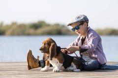 pojkehund little Fotografering för Bildbyråer