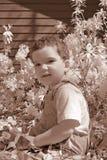 pojkeinfraredlitet barn arkivfoto