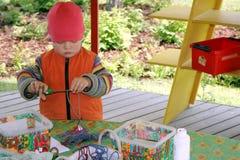 pojkekabelcutting Fotografering för Bildbyråer