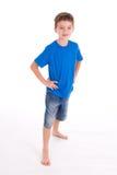 pojkekortslutningar som ler slitage Fotografering för Bildbyråer