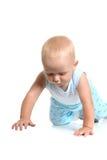 Pojkekrypning på golv Arkivbild