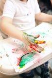 Pojkemålning med finger-målarfärger Royaltyfri Fotografi