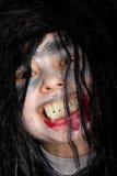 pojken grinar den ondsinta vampyren royaltyfria foton