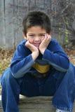 pojken ler barn royaltyfria bilder
