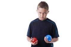 Pojken med bevattnar ballonger Royaltyfria Foton