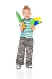 Pojken med bevattnar vapnet Royaltyfri Fotografi