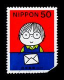 Pojken och bokstaven, fick jag ett brev, serie för bokstavshandstildagen, c Arkivfoto