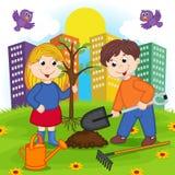 Pojken och flickan planterar trädet Royaltyfri Bild