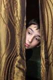 Pojken och gardinen Fotografering för Bildbyråer