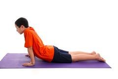 pojken poserar yoga Royaltyfri Foto