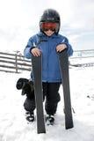 pojken skidar semester Arkivbild