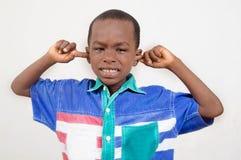 Pojken som undviker, hör allt Fotografering för Bildbyråer